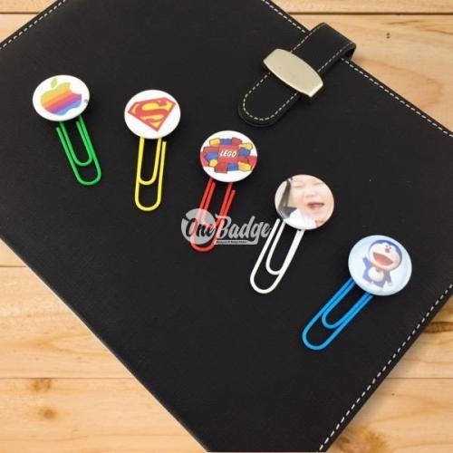 Button Badge with Bookmark